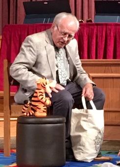 Robert Natiuk telling children's story.